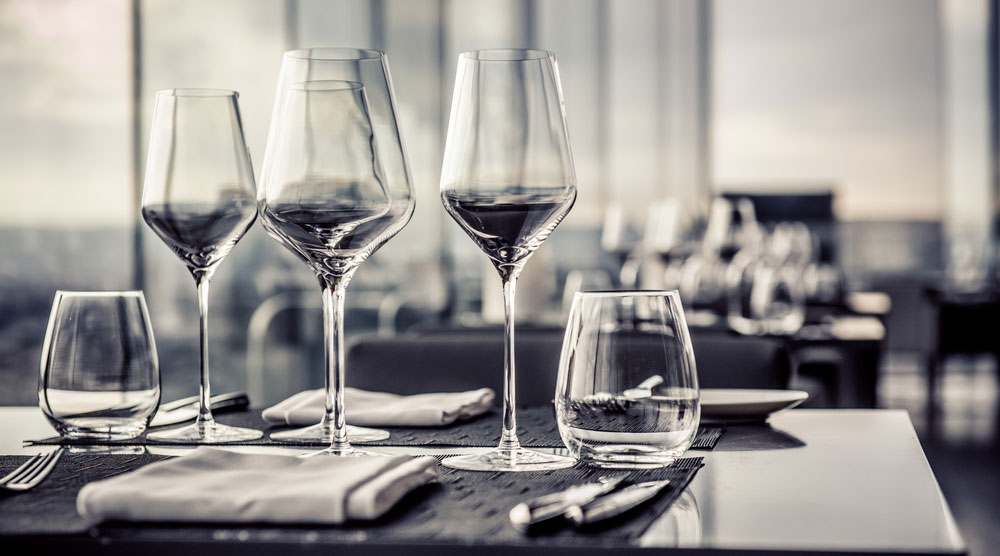 Handy Tips to Keep Your Glassware Sparkling and Clear At All Times